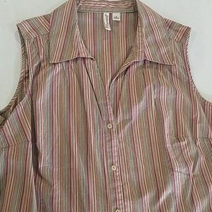 Sleeveless Earth tone brown vneck 1X button shirt